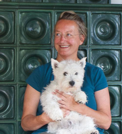 Foto zum Thema Coaching Ü50 | Elisabeth Mlasko am Ofen mit Tim | Zürich